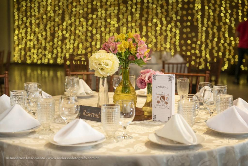 mesa-de-jantar-detalhe-menu-buffet-villa-da-mooca