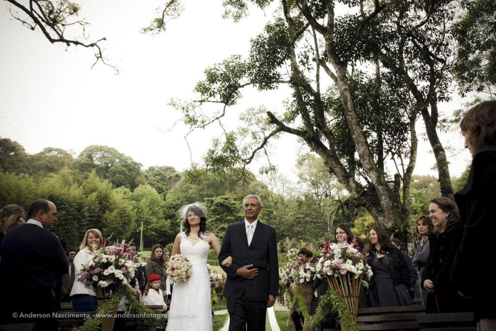 entrada-noiva-casamento-espaço-natureza
