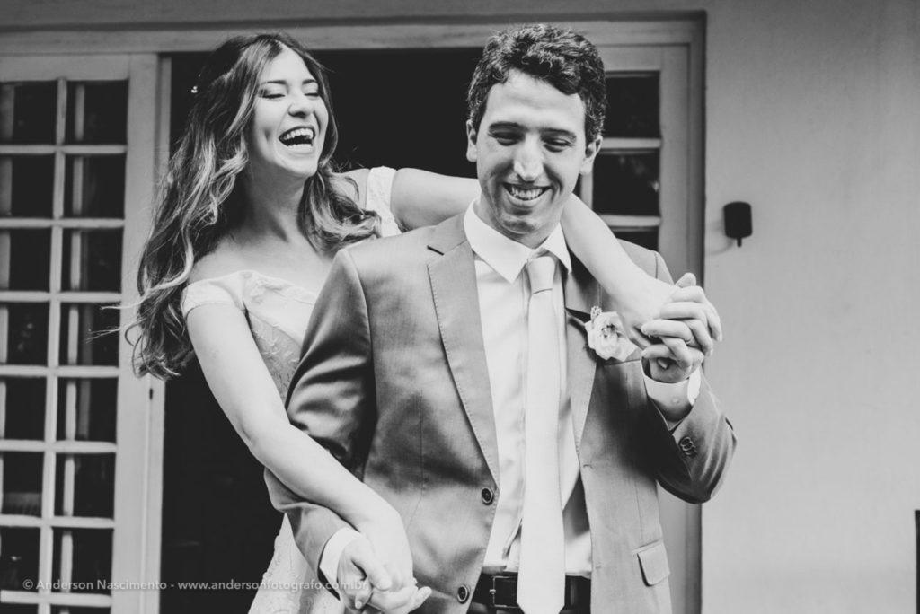 noivos-posando-casamento-represa-guarapiranga-4
