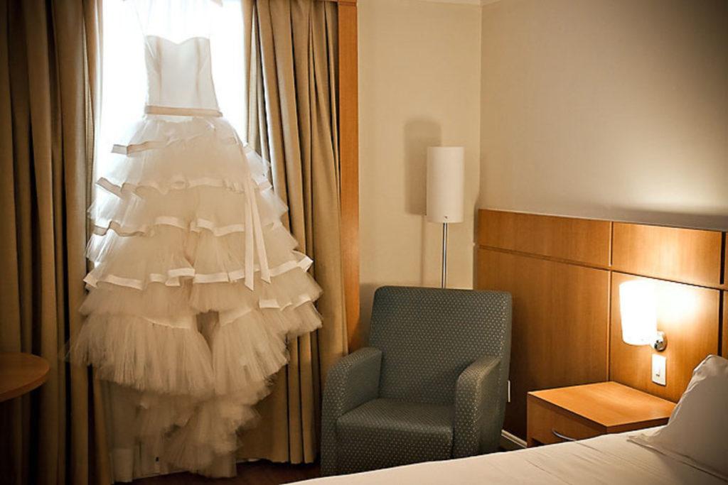 vestido-noiva-pendurado-hotel-making-of-casamento