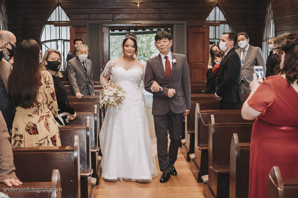 entrada-noiva-casamento-capela-sao-pedro-e-sao-paulo
