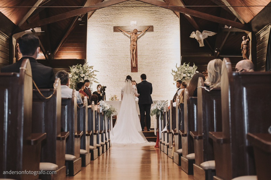 decoracao-corredor-casamento-capela-sao-pedro-e-sao-paulo