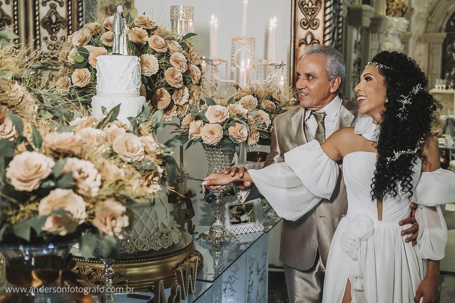 foto-de-noivos-mesa-bolo-monte-castelo-eventos