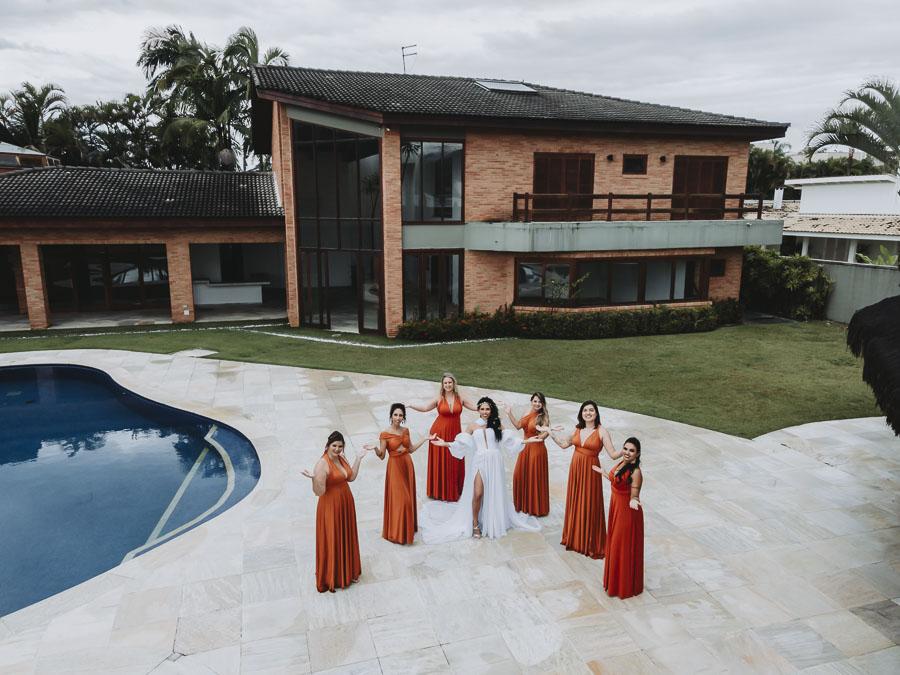 foto de madrinhas com noiva por drone