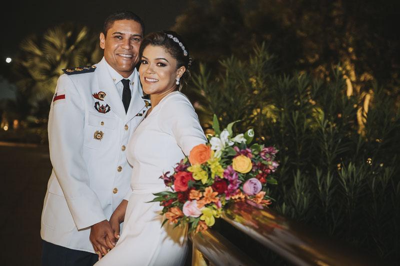 casal-posando-casamento-no-templo-de-salomao
