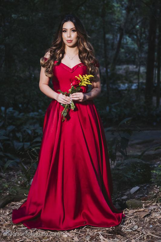 ensaio fotografico feminino vestido vermelho com flor horto florestal5