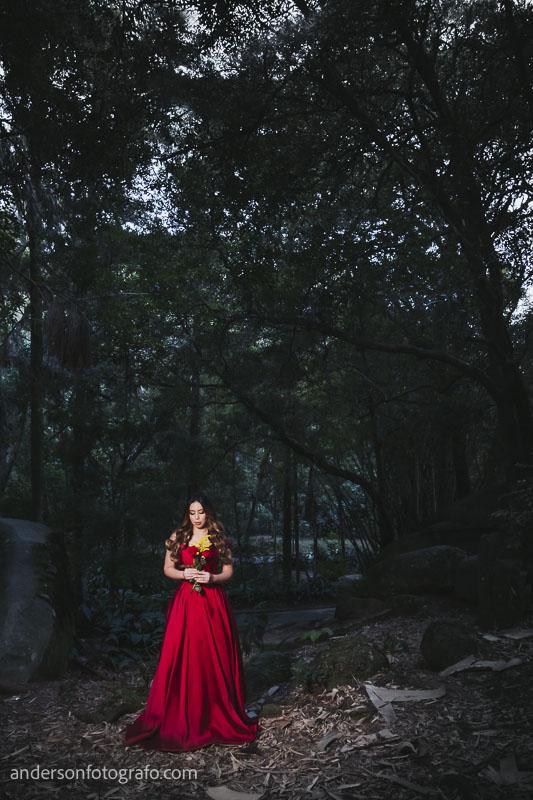 ensaio fotografico feminino vestido vermelho com flor horto florestal6