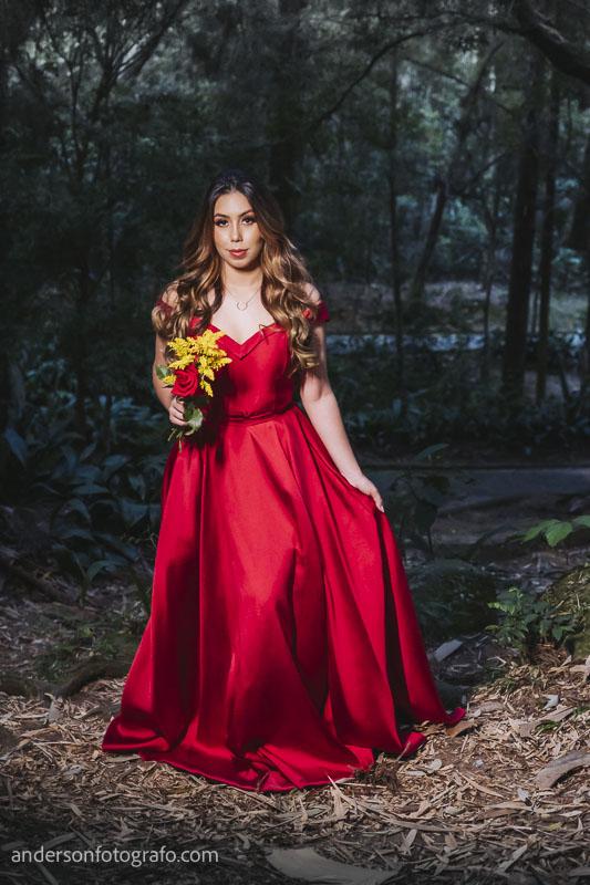 ensaio fotografico feminino vestido vermelho com flor horto florestal7